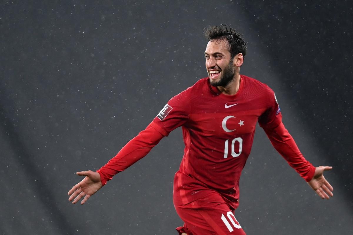 Hakan Calhanoglu mong Thổ Nhĩ Kỳ gặp lại Italia ở chung kết EURO 2021. (Ảnh: Getty)