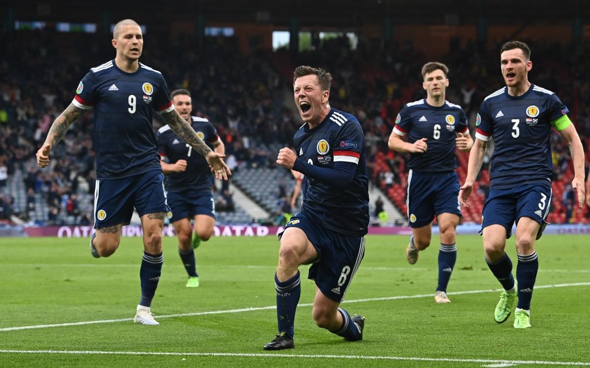 Các cầu thủ Scotland ăn mừng bàn san bằng tỷ số cuối hiệp 1. (Ảnh: Reuters)
