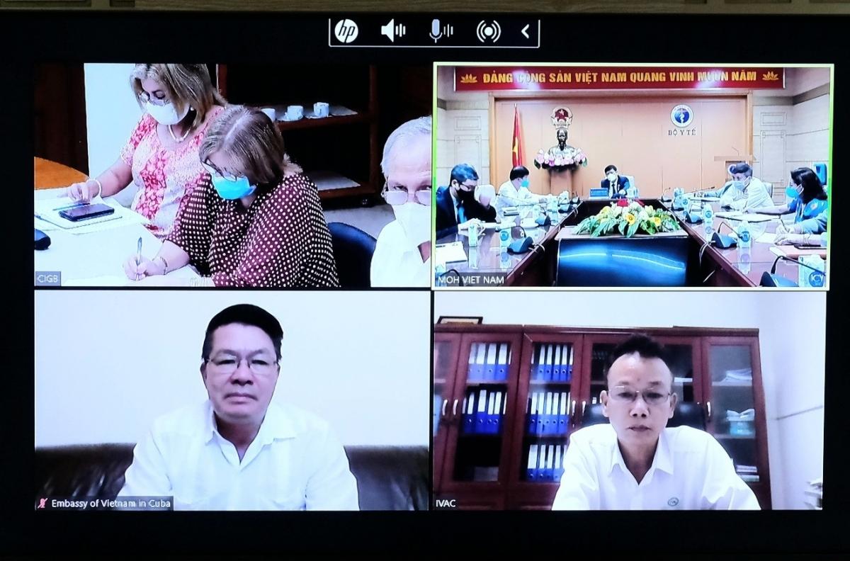 GS.TS Nguyễn Thanh Long làm việc trực tuyến với ông Jose Angel Portal Miranda, Bộ trưởng Bộ Y tế nước Cộng hoà Cuba. (Ảnh: Đức Minh)