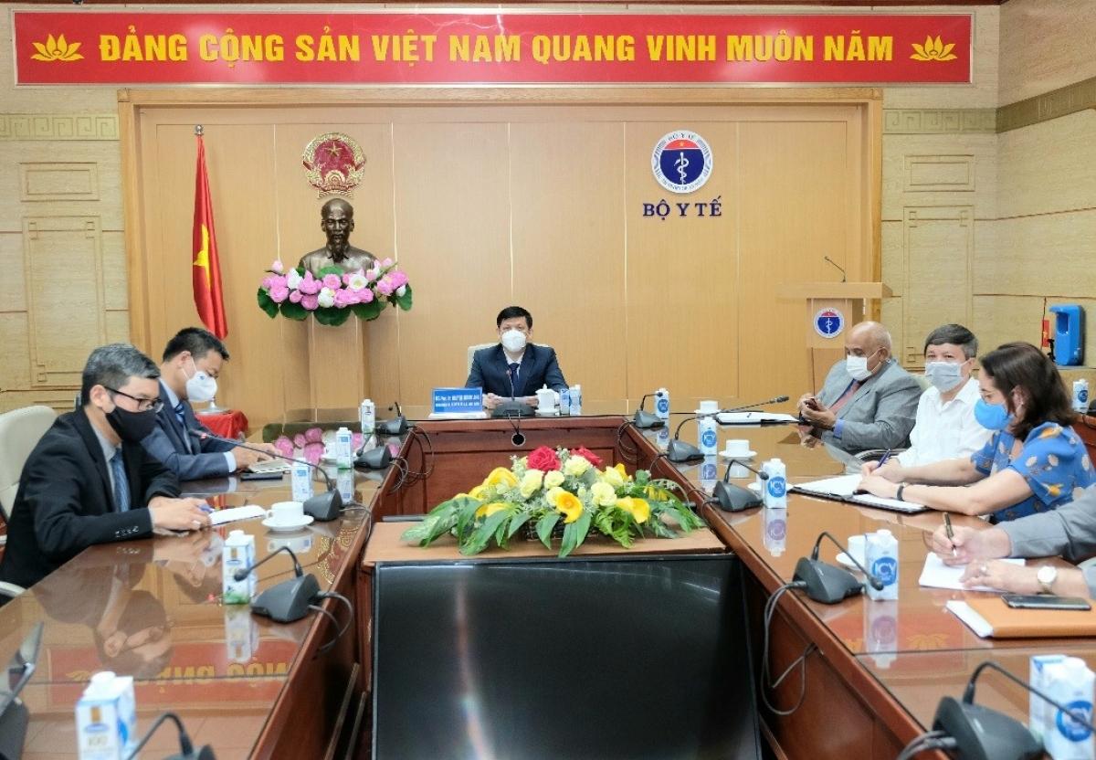 GS.TS Nguyễn Thanh Long đã làm việc trực tuyến với ông Jose Angel Portal Miranda, Bộ trưởng Bộ Y tế nước Cộng hoà Cuba. (ảnh: Đức Minh)