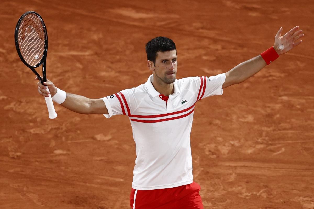 Djokovic trở thành tay vợt đầu tiên 2 lần thắng Nadal trong lịch sử Roland Garros. (Ảnh: Reuters).