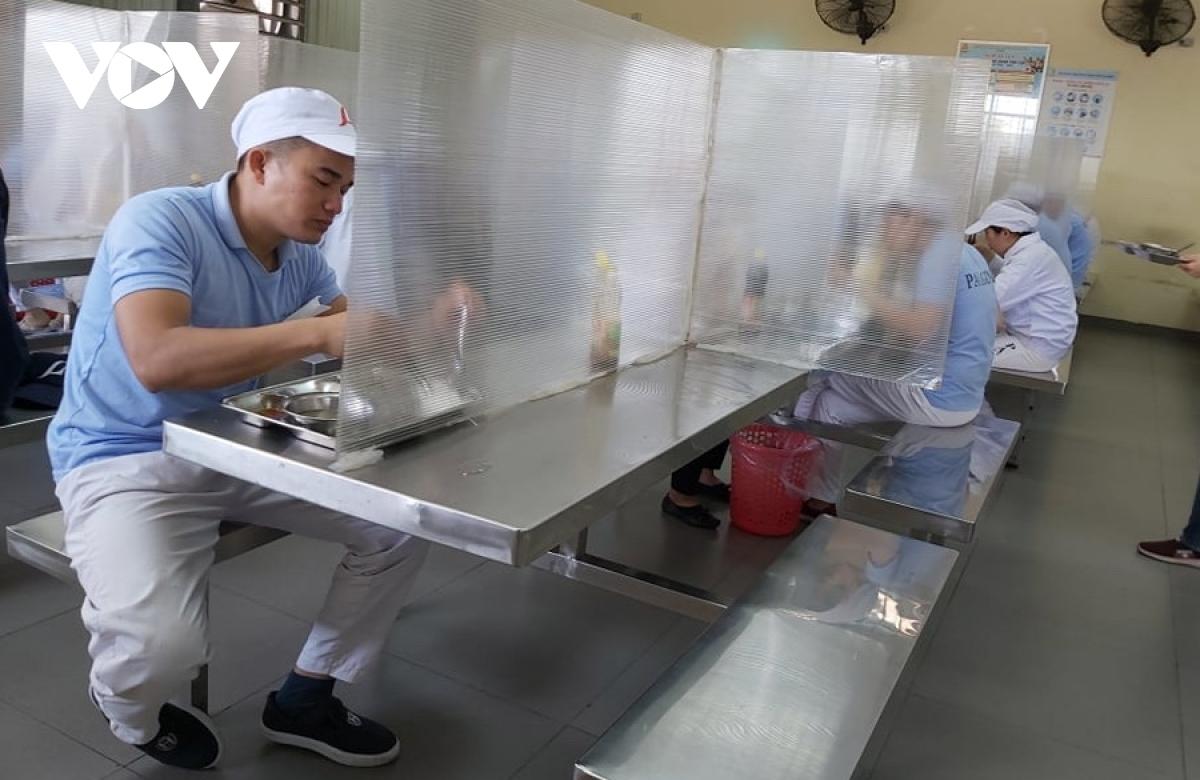 Các doanh nghiệp sản xuất tại các Khu công nghiệp ở Đà Nẵng thực hiện tốt các quy định phòng, chống dịch COVID-19.