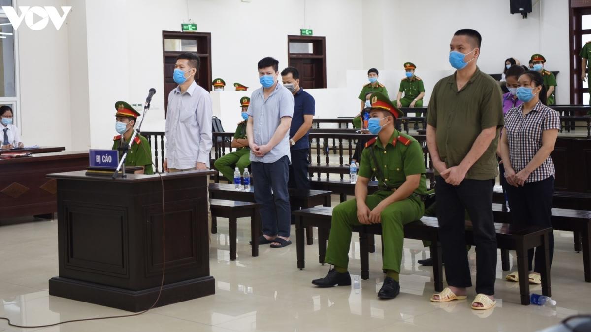 Các bị cáo tại phiên xử phúc thẩm. (Ảnh: Trọng Phú)
