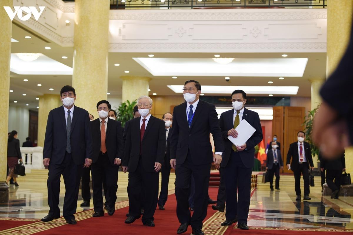 Ngay sau lễ đón, Tổng Bí thư Nguyễn Phú Trọng đã chủ trì hội đàm với Tổng Bí thư, Chủ tịch nước Lào Thongloun Sisoulith tại Văn phòng Trung ương Đảng.