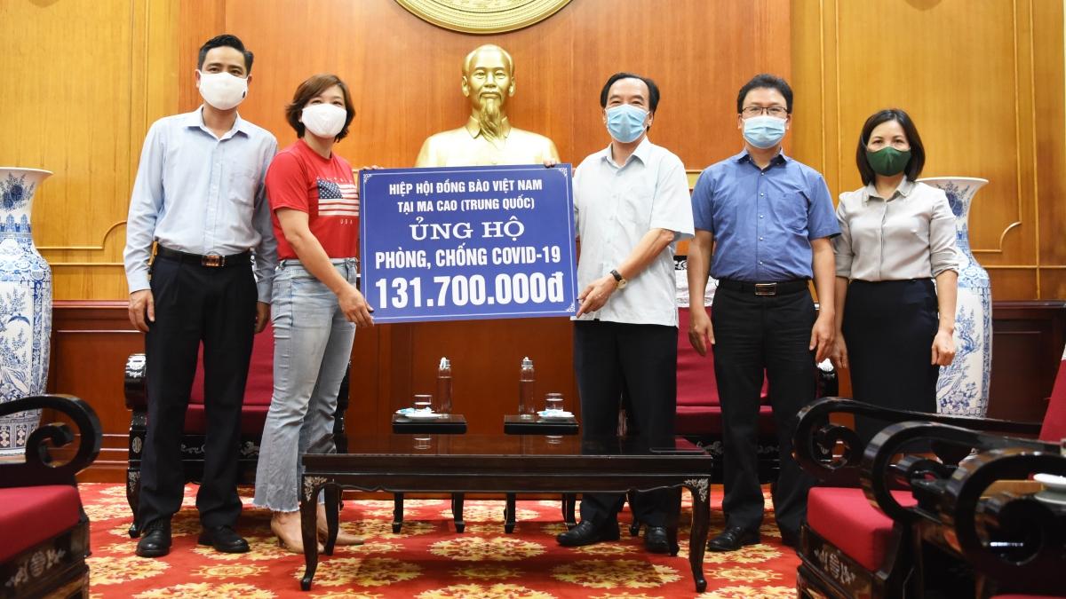 UBTƯ MTTQ Việt Nam tiếp nhận hơn 130 triệu tiền quyên góp từ Hiệp hội đồng bào Việt Nam tại Macao (Trung Quốc)