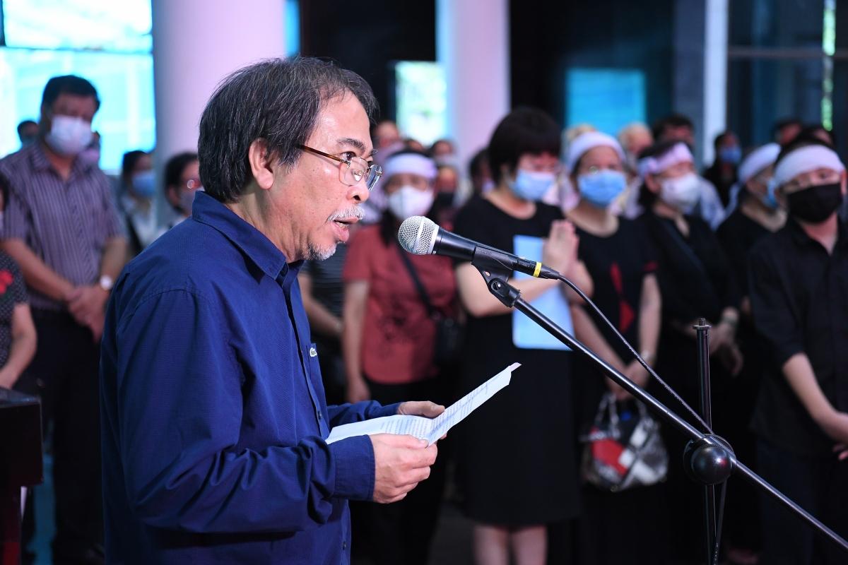Nhà thơ Nguyễn Quang Thiều, Chủ tịch Hội Nhà văn Việt Nam đọc lời tiễn biệt.