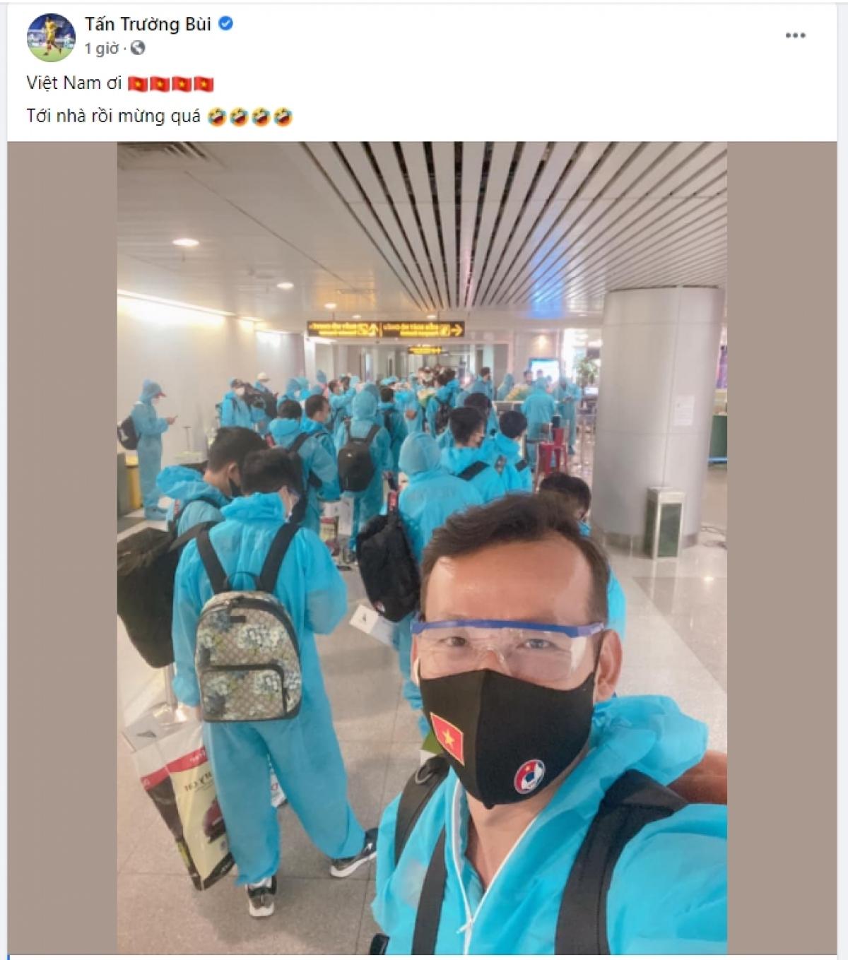 Trưa nay (17/6), ĐT Việt Nam đã về tới TP.HCM. (Ảnh: FB Bùi Tấn Trường)