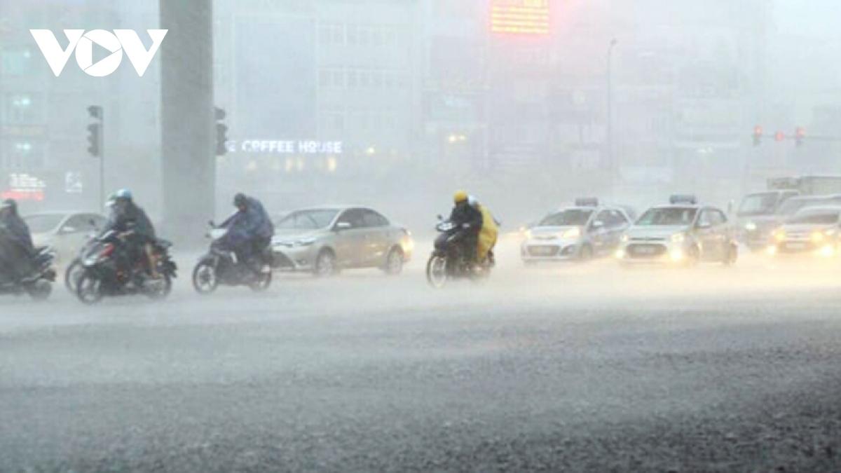Theo Trung tâm Dự báo KTTV Quốc gia, chiều tối và đêm 22/6, miền Bắc sẽ đón cơn mưa vàng, riêng vùng núi có mưa rào và dông.