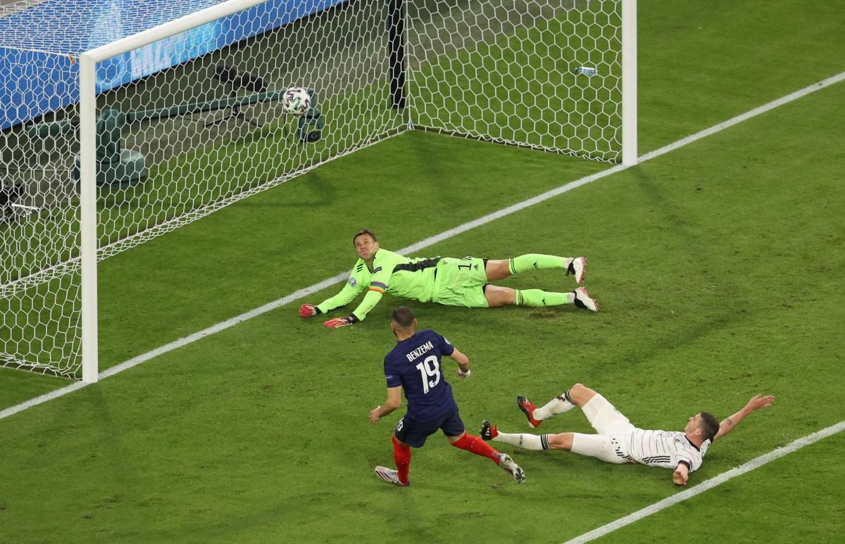 Karim Benzema tưởng chừng đã có bàn thắng đầu tiên sau khi trở lại ĐT Pháp.