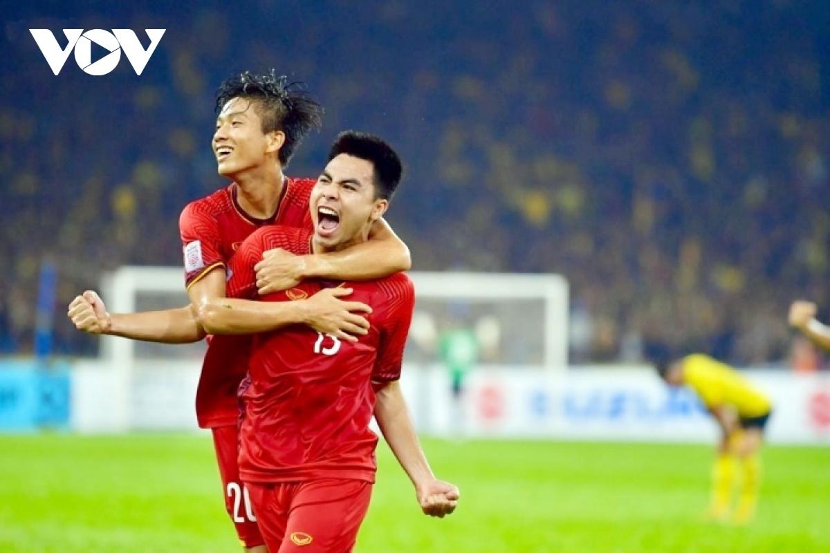 Đức Huy sút xa nâng tỷ số lên 2-0 ở trận chung kết lượt đi AFF Cup 2018. Tiền vệ này có thể là phương án thay thế Quang Hải trong đội hình ĐT Việt Nam đấu Malaysia đêm nay.
