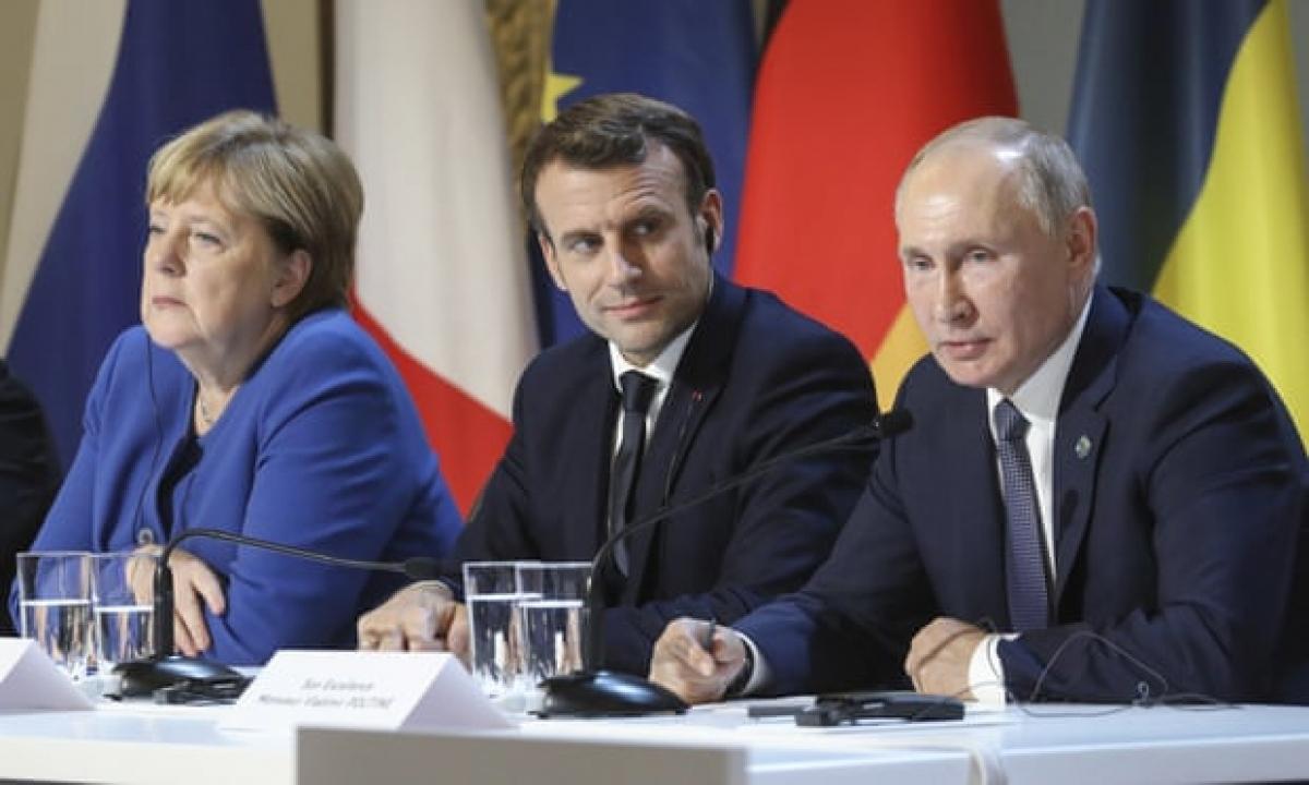 Từ trái sang phải: Thủ tướng Đức Angela Merkel, Tổng thống Pháp Emmanuel Macron và Tổng thống Nga Vladimir Putin. Ảnh: AP
