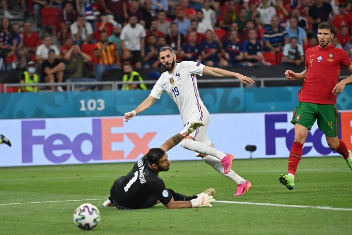 Benzema ghi bàn nâng tỷ số lên 2-1 cho Pháp ở phút 47 trước Bồ Đào Nha, giúp Đức vươn lên thứ ba.