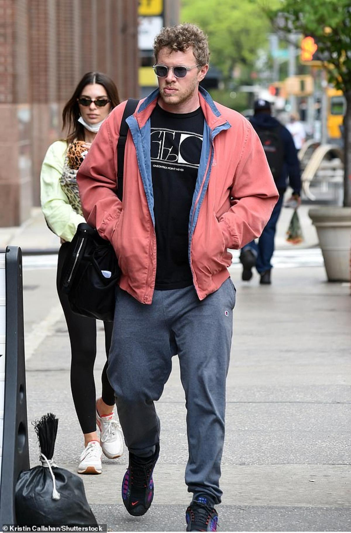 Emily kết hôn với Sebastian Bear-McClard vào năm 2018. Bear-McClard là nhà sản xuất của bộ phim Good Time, dự án có sự tham gia của Robert Pattinson./.