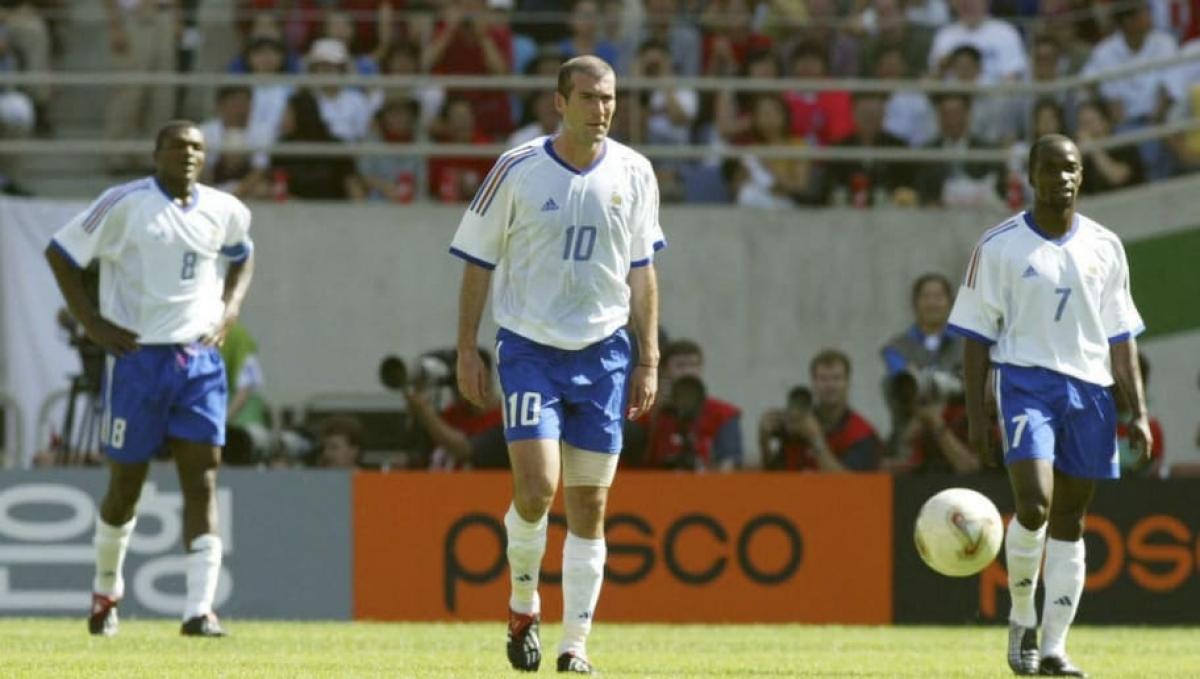 """Ngày này 19 năm trước, Zidane và các đồng đội ở ĐT Pháp """"cay đắng"""" rời World Cup 2002 ngay từ vòng đấu bảng. (Ảnh: Getty)."""