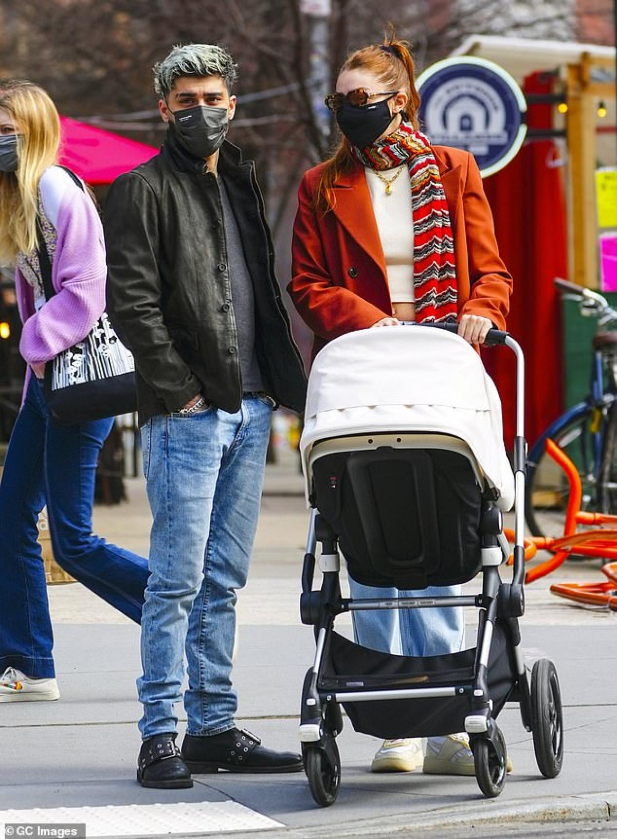 Gigi Hadid đang có cuộc sống hạnh phúc bên bạn trai Zayn Malik và con gái Khai.