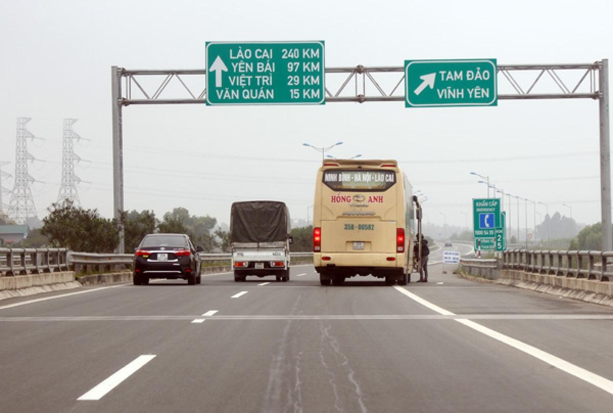 Lắp camera giám sát sẽ hạn chế tình trạng đón trả khách trên cao tốc.