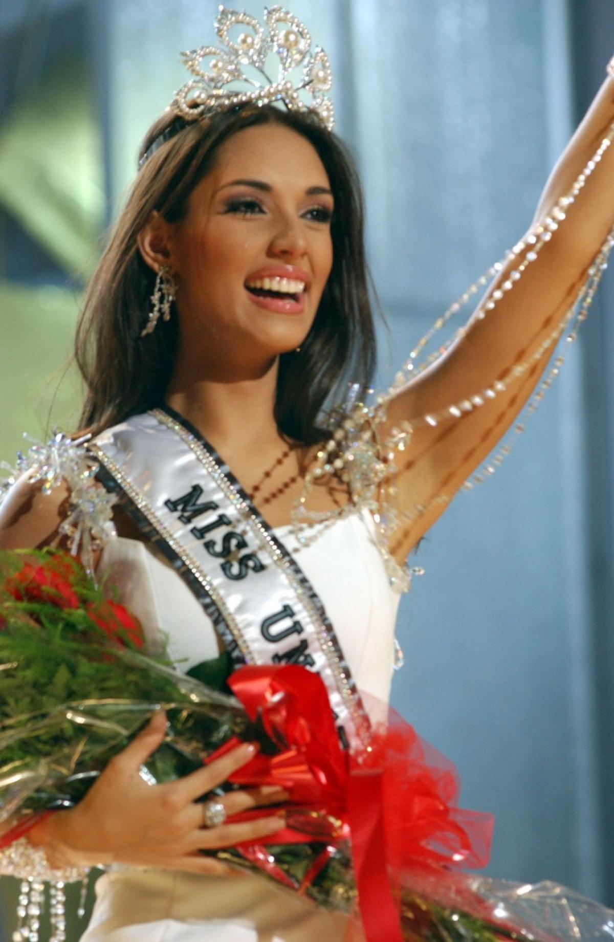 Amelia Patricia Vega Polanco đăng quang Hoa hậu Hoàn vũ năm 2003 và là người đẹp Dominica đầu tiên giành ngôi Hoa hậu Hoàn vũ.