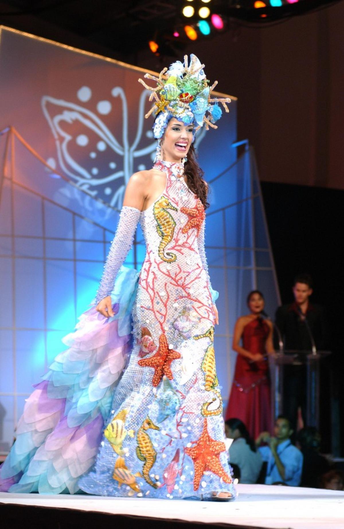 Kết thúc nhiệm kỳ Hoa hậu, cô làm việc cho hãng truyền hình Telemundo, là một người dẫn chương trình trênVoces de America. Ngoài ra, cô còn phát hành album ca nhạcAgua Dulcevà lấn sân sang lĩnh vực kinh doanh.