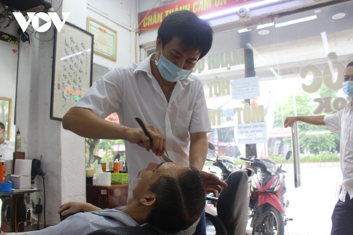 Both hairdressers and customers are forced to comply with relevant COVID-19 prevention guidelines.