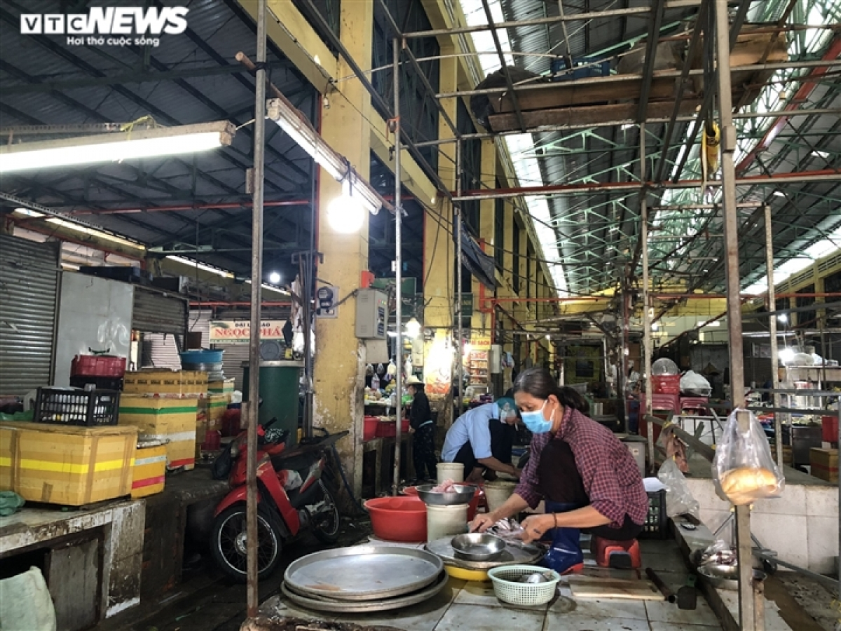 Nguyen Nguyen Phuong, deputy director of the HCM City Department of Industry and Trade, says from early June the source of essential supplies will be ensured to meet the demands of local residents.