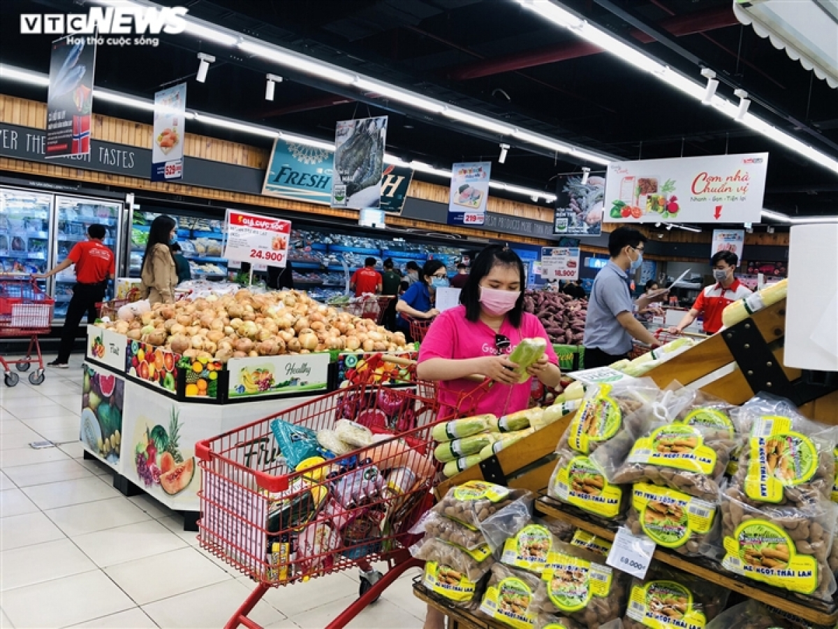 The HCM City Department of Industry and Trade plans to ask business units to stock a large volume of goods in reserve and be ready in the event of various COVID-19 scenarios.