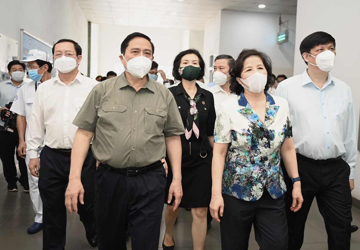 Thủ tướng Chính phủ Phạm Minh Chính cùng nhiều Bộ trưởng và các thành viên Chính phủ đến thăm và làm việc tại Nhà máy sữa Việt Nam của Vinamilk
