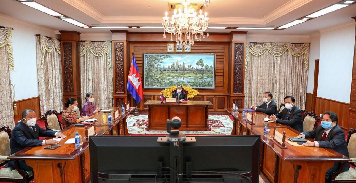 Chủ tịch Quốc hội Campuchia Samdech Heng Samrin và các đại biểu bên phía Campuchia