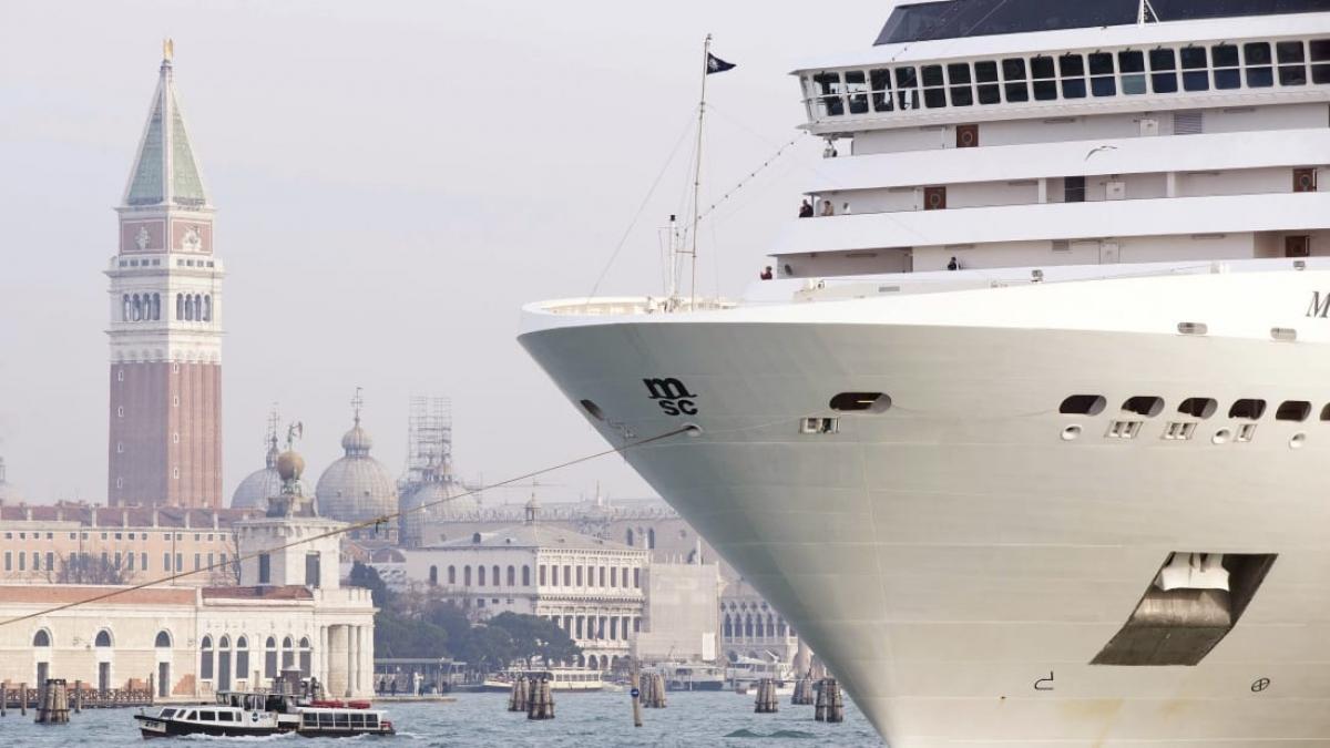 Du thuyền cỡ lớn xuất hiện tại Venice. Nguồn: CNN