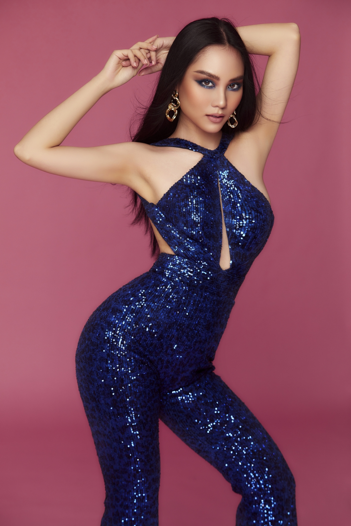 Năm nay, Miss World Vietnam 2021 đã thu hút số lượng lớn các thí sinh dự thi, hầu hết các cô gái đều là những gương mặt mới đầy triển vọng với chiều cao lý tưởng và nhan sắc thu hút.
