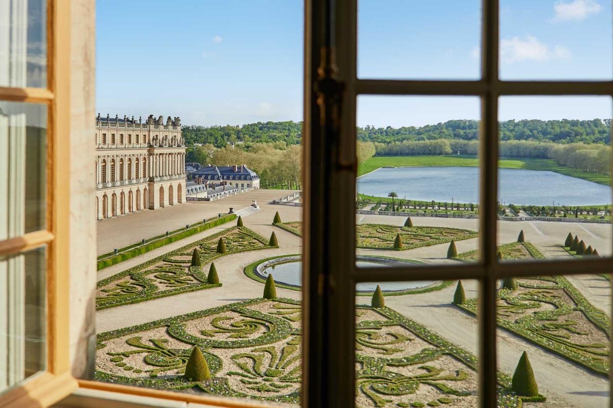 Các căn phòng có cửa sổ hướng ra vườnOrangerie và hồSwiss Guards.Nguồn: Renee Kemps