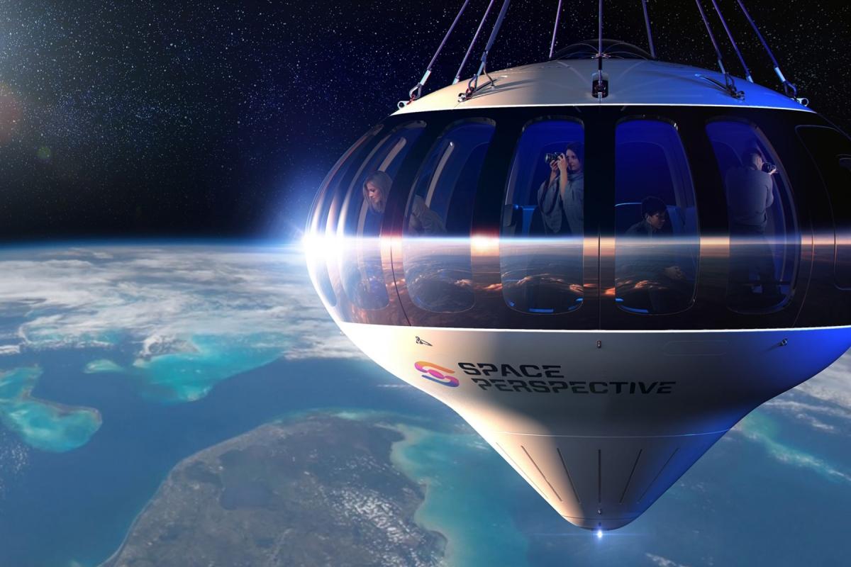 Du khách được ngắm nhìn Trái Đất từ một khoang điều áp. Nguồn: Space Perspective