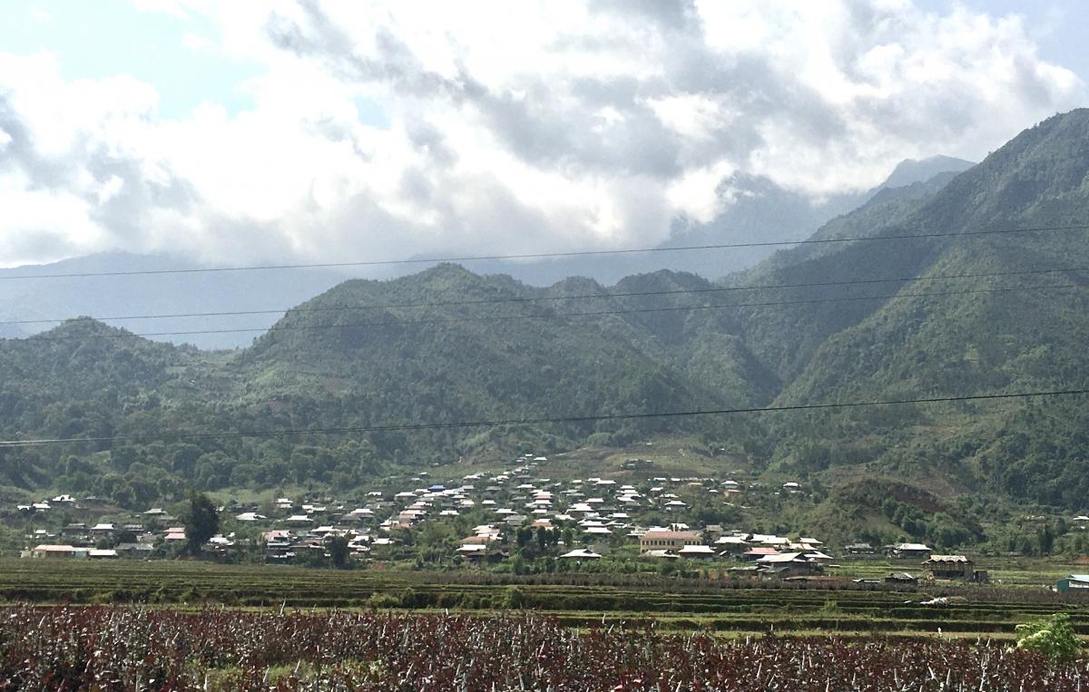 """Sự hòa quyện của """"ý Đảng, lòng dân"""" đang làm cho đời sống của người dân Sơn La ngày càng no ấm hơn, bản làng phát triển hơn."""