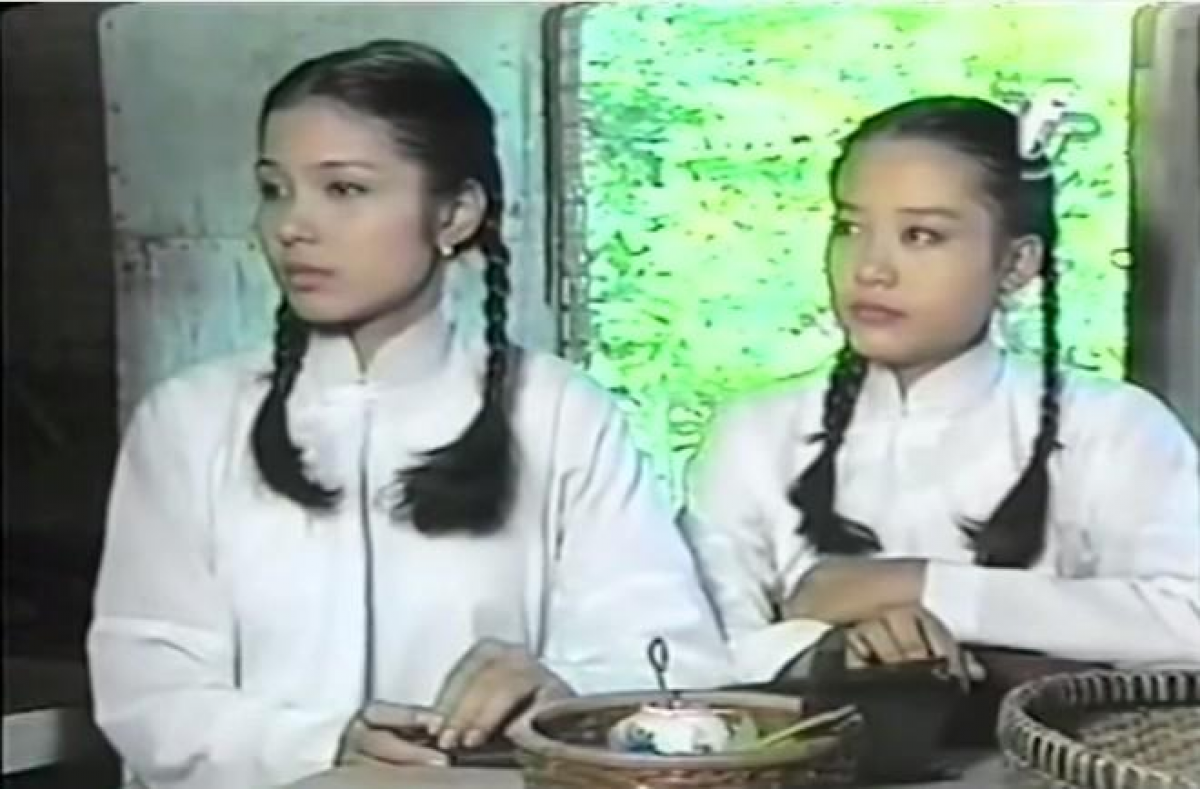 """Việt Trinh (trái) và Hồng Ánh trong phim """"Người đẹp Tây Đô"""" của đạo diễn Lê Cung Bắc."""