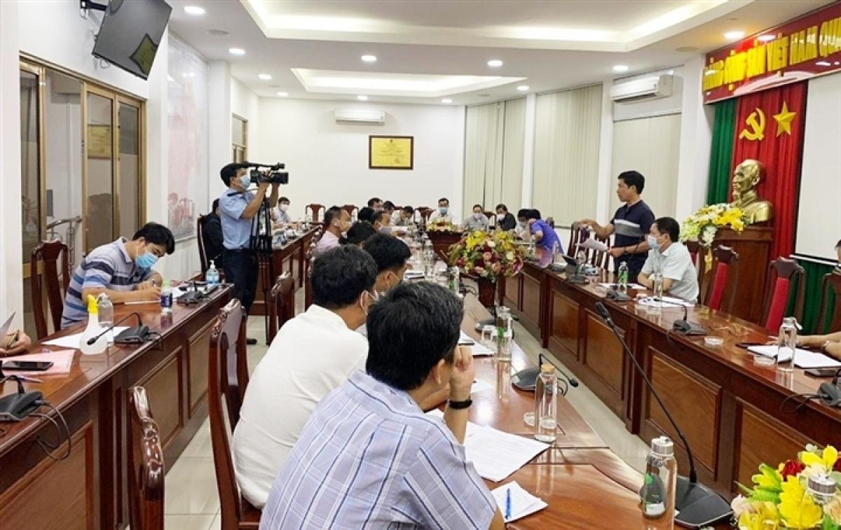 UBND TP Long Khánh (tỉnh Đồng Nai) họp khẩn trong đêm 18/6 với ngành y tế để truy vết các F1, F2