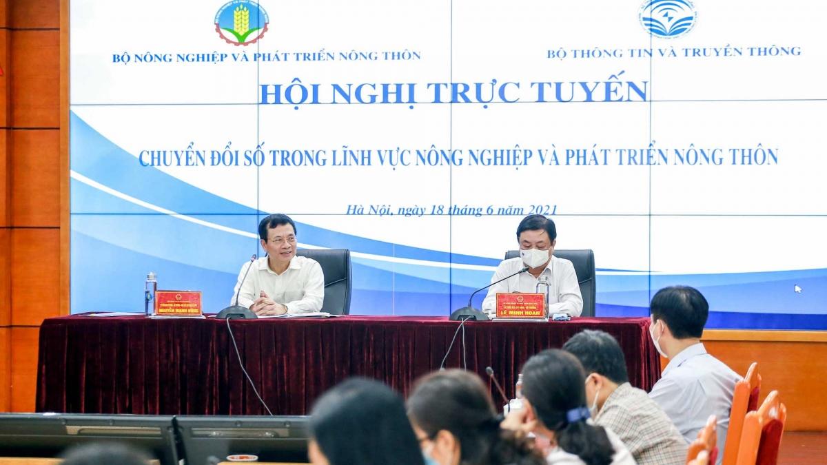 Bộ trưởng Bộ NN&PTNT Lê Minh Hoan và Bộ trưởng Bộ Thông tin - truyền thông Nguyễn Mạnh Hùng chủ trì Hội nghị. Ảnh: Báo Tuổi trẻ