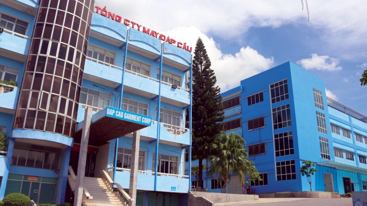 Công ty CP May Đáp Cầu đã phải đóng cửa một số nhà máy vì thiếu công nhân.
