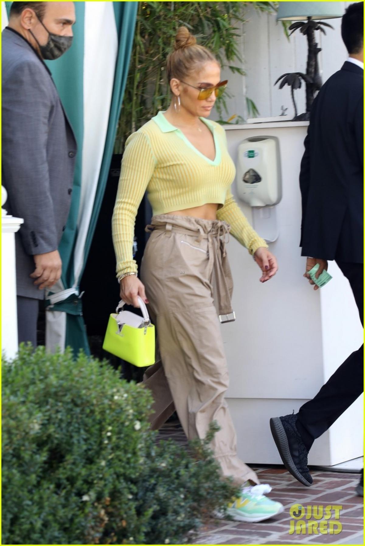 """Mới đây, Jennifer Lopez trở thành """"tâm điểm"""" của sự chú ý khi đến dự một cuộc họp kinh doanh ở California."""