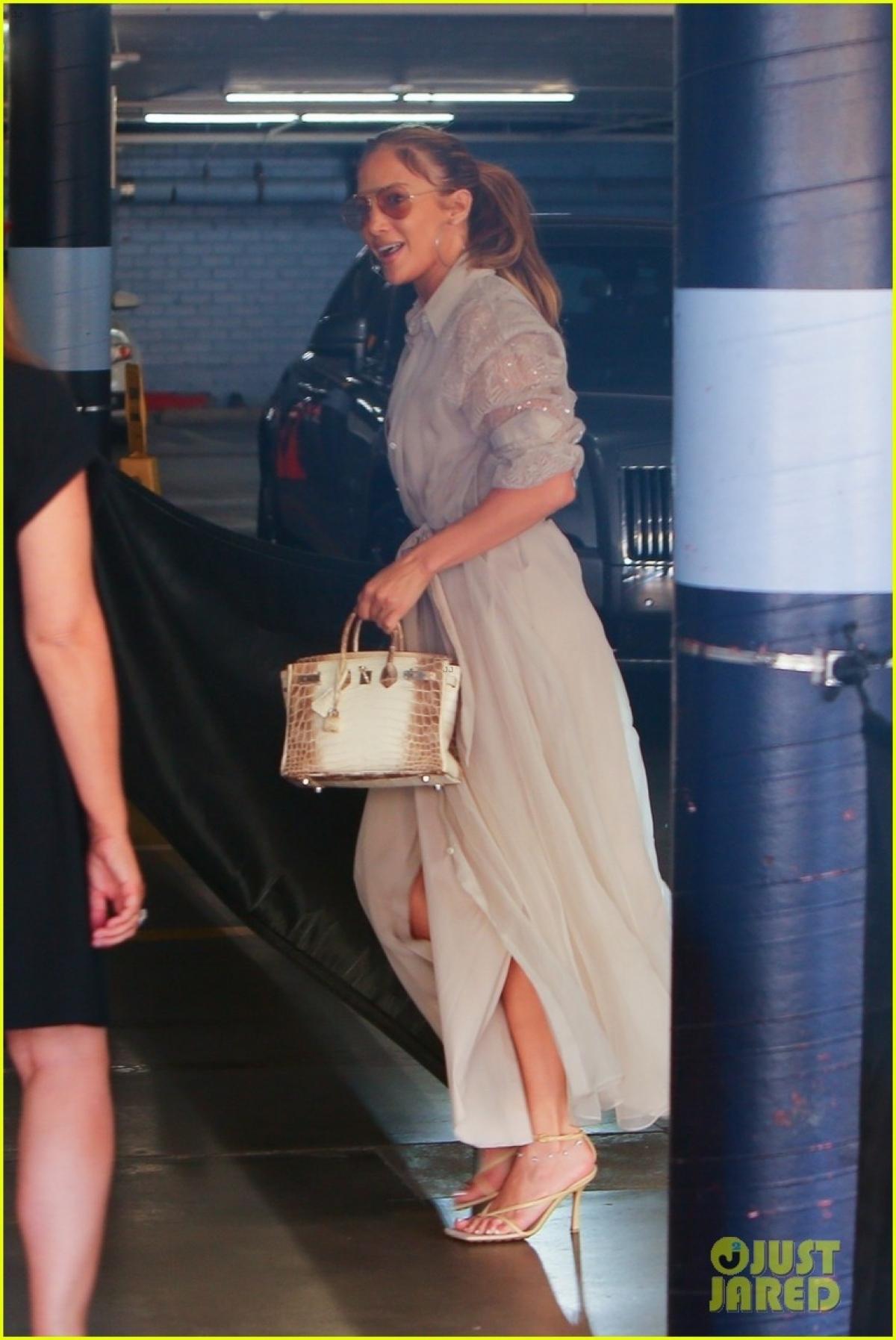 Jennifer Lopez trông rạng rỡ, tươi trẻ hơn hẳn kể từ sau khi tái hợp Ben Affleck.