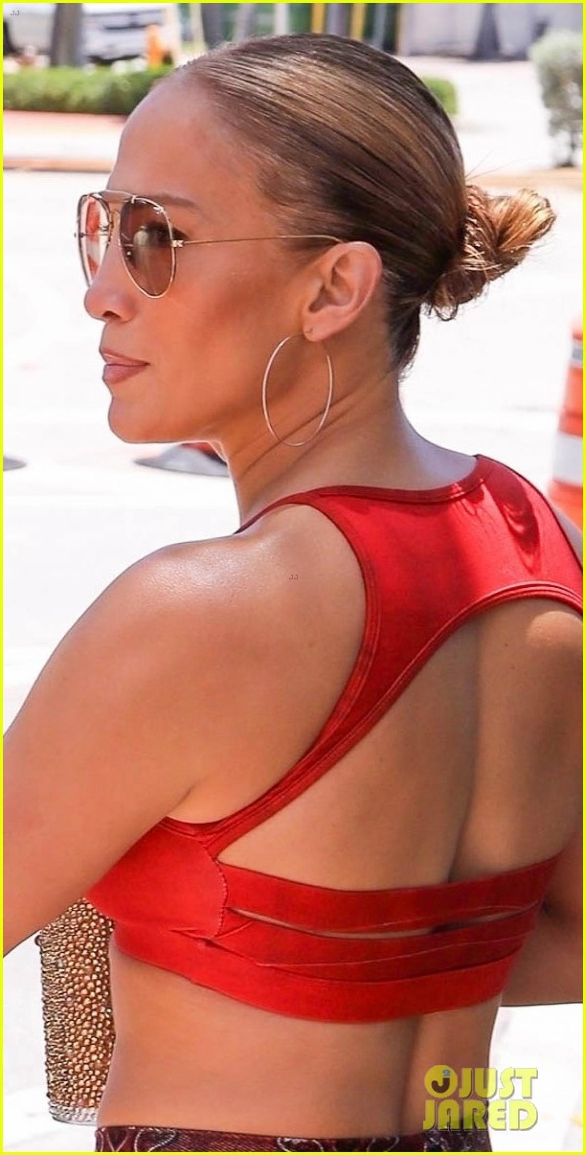 Cách đây không lâu, theo nguồn tin trên Pagesix, Jennifer Lopez và Ben Affleck vui vẻ đi ăn tối cùng nhau tại nhà hàng 5 sao trong khách sạn Pendry, West Hollywood.