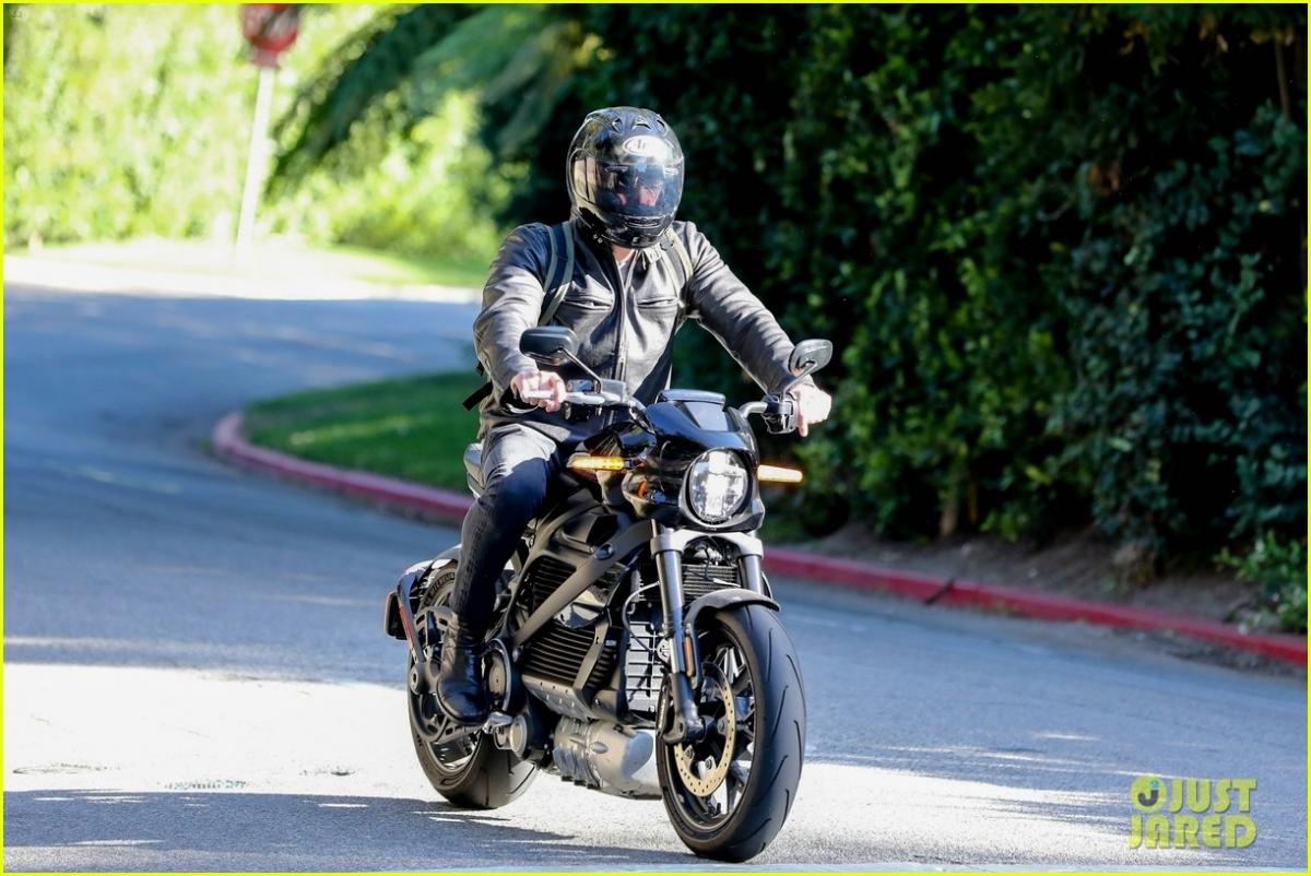 Được biết, sau khi kết thúc công việc, Jennifer Lopez vội vã trở về nhà riêng để gặp bạn trai Ben Affleck.
