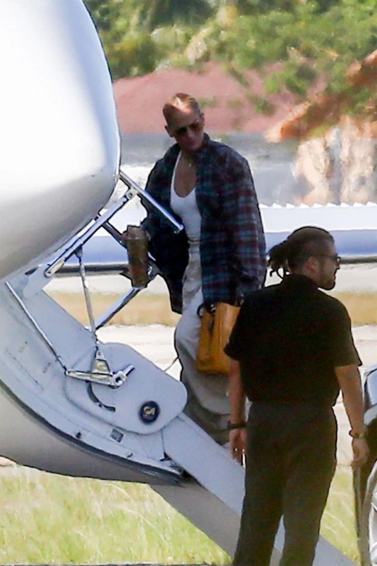 Cách đây ít ngày, Jennifer Lopez gây chú ý khi đến sân bay với chiếc áo sơ mi kẻ caro mà tài tử Ben Affleck hay mặc.