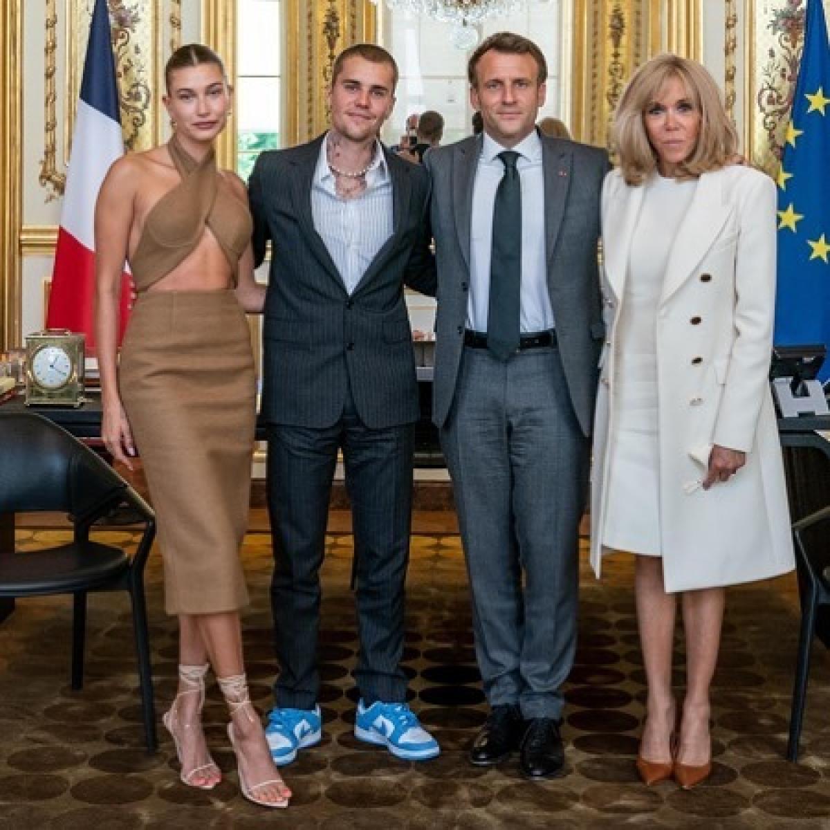 Cặp đôi vinh dự có cuộc gặp mặt và chụp hình với người đứng đầu nước Pháp - Tổng thống Emmanuel Macron cùng phu nhân của ông./.