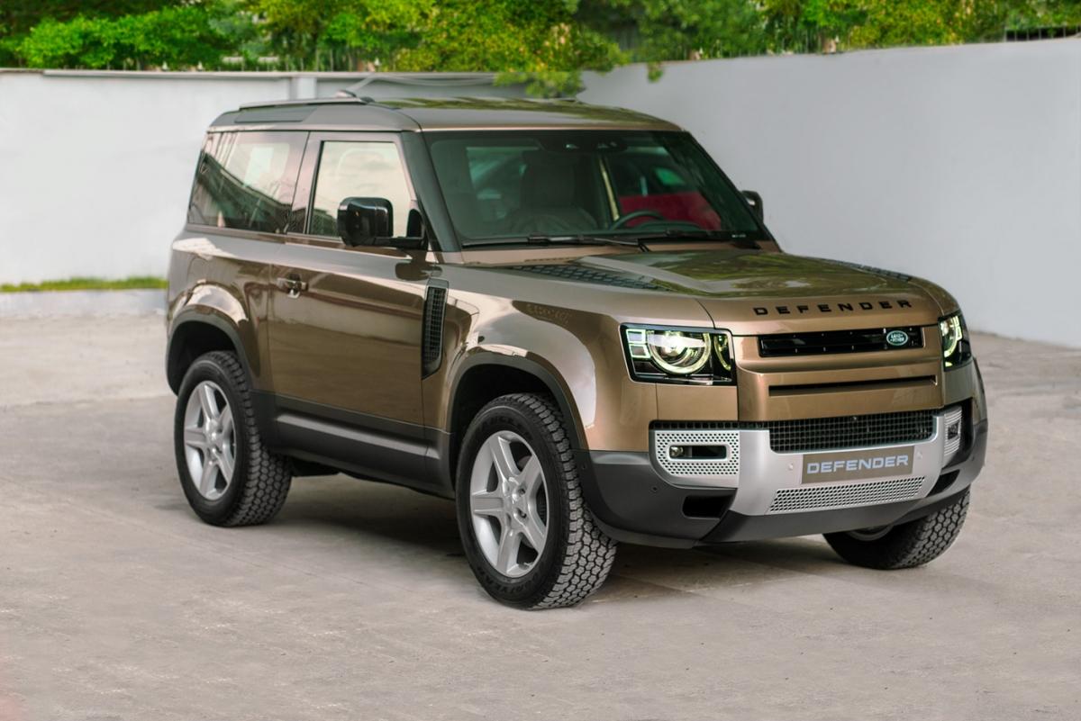 Kể từ lần đầu tiên được ra mắt thị trường Việt Nam vào tháng 9/2020, Defender thế hệ thứ hai đã trở thành mẫu xe bán chạy nhất của Land Rover tại thị trường Việt Nam và trên toàn thế giới cho đến thời điểm hiện tại.
