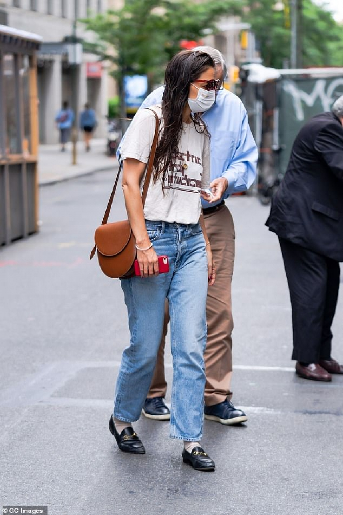 Katie Holmes đi dạo phố ở New York ngày cuối tuần vừa qua.