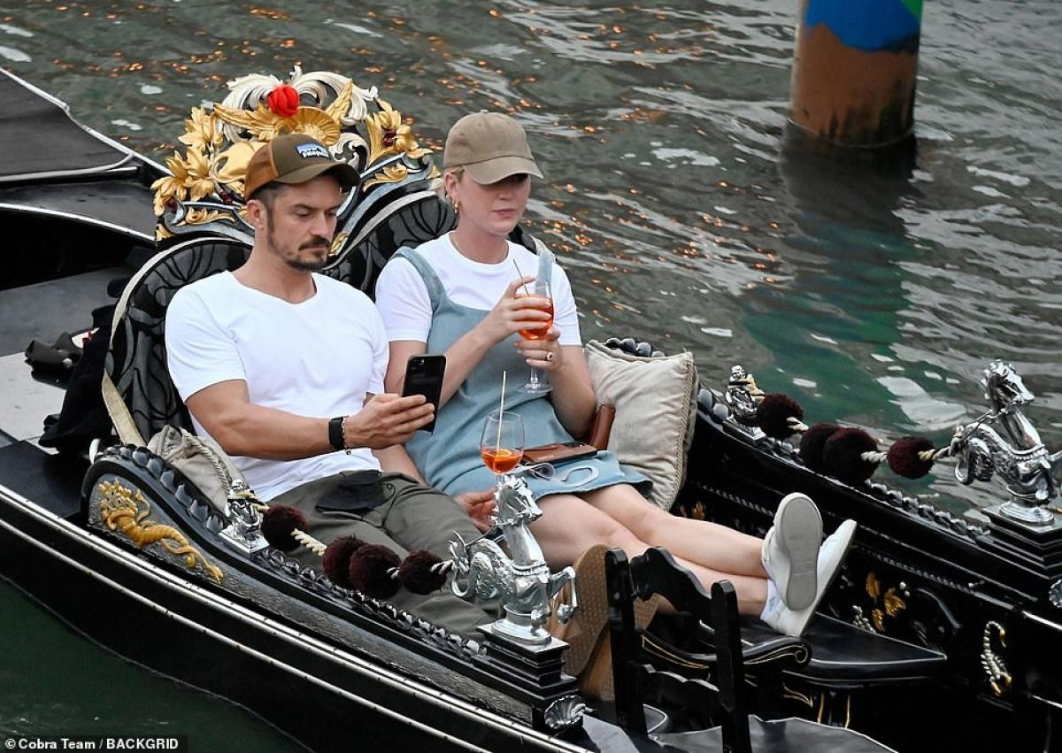 Katy Perry và Orlando Bloom đang có chuyến du lịch khá thú vị ở Venice, Italy.