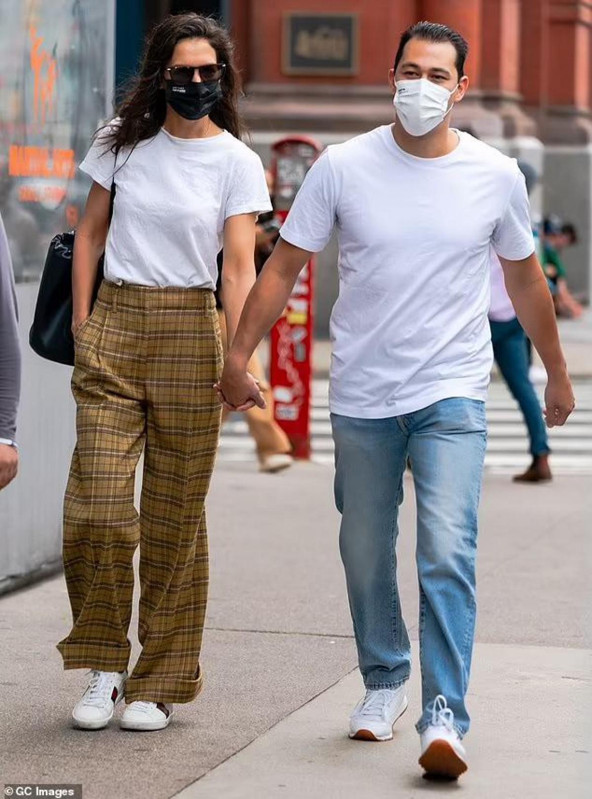 Theo nguồn tin trên Us Weekly mới đây, đại diện của Katie Holmes xác nhận nữ diễn viên và bạn trai Emilio Vitolo Jr đã chia tay sau vài tháng hẹn hò.