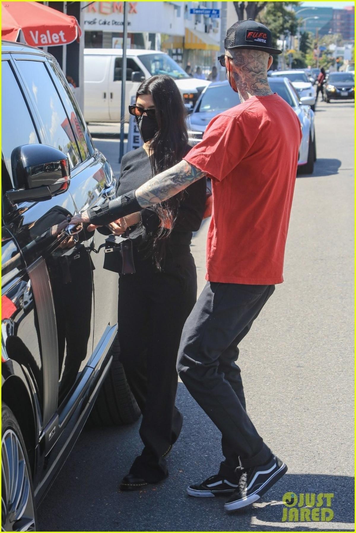 Cả hai từng bị bắt gặp khi đi ăn tối chung tại một nhà hàng Nhật Bản ở Los Angeles, Mỹ vào đầu tháng 2.
