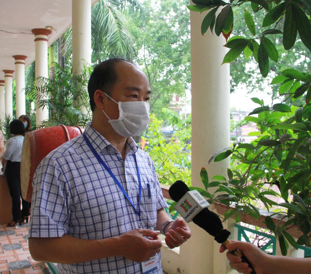 Chủ tịch UBND huyện Chương Mỹ Nguyễn Đình Hoa thông tin về công tác thi trên địa bàn huyện.
