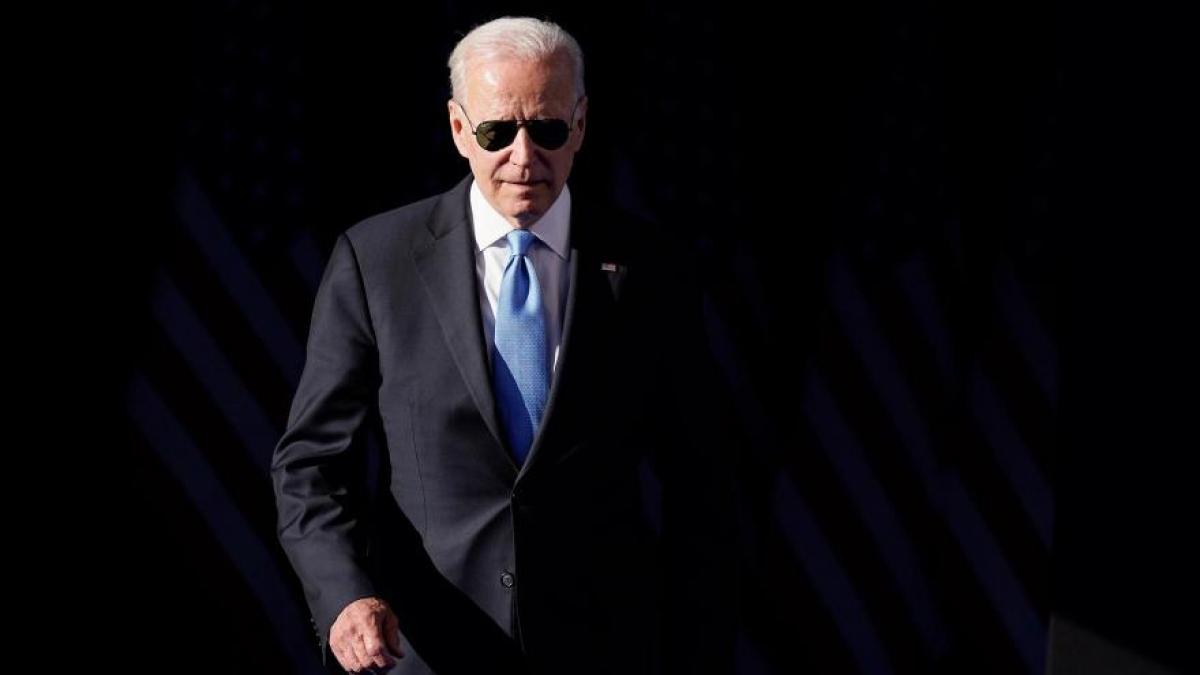Kính mát phi công là kiểu dáng kính râm ưa thích của ông Joe Biden. Ảnh: ABC57.