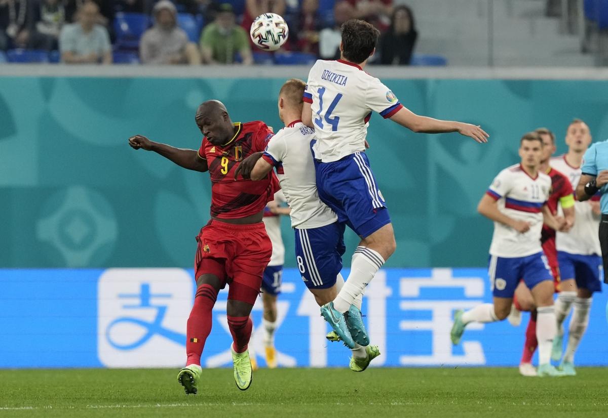 Đối mặt ĐT Nga trong trận khai màn EURO 2021 trên sân đấu có đến hơn 30.000 khán giả ởSaint Petersburg, ĐT Bỉ khởi đầu trận đấu khá chậm và để đội chủ nhà lấn lướt.